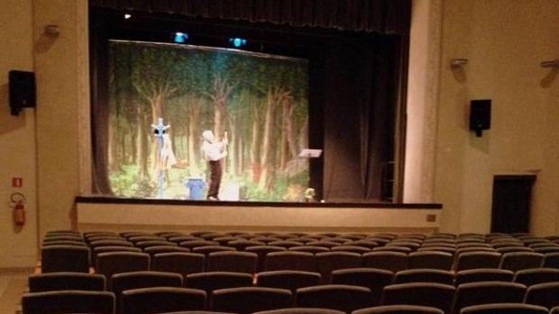 Actor ofrece una función íntegra pese a encontrar el teatro vacío