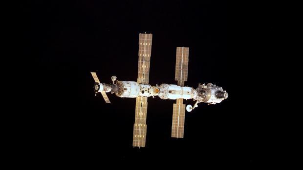 Encuentran una bacteria desconocida en la Estación Espacial Internacional