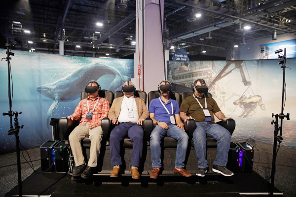 Los productos de realidad virtual brillan en la feria ChinaJoy