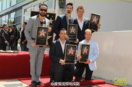 Los Backstreet Boys develan su estrella en Hollywood
