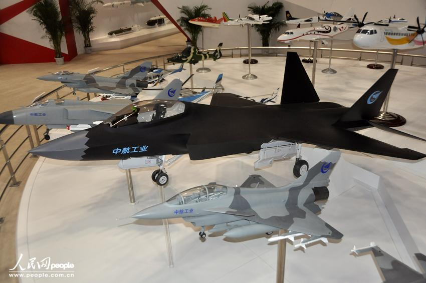 Modelos brillantes en la XV Expo de Aviación de China